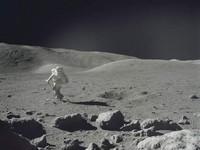 Луну признали опасной для жизни