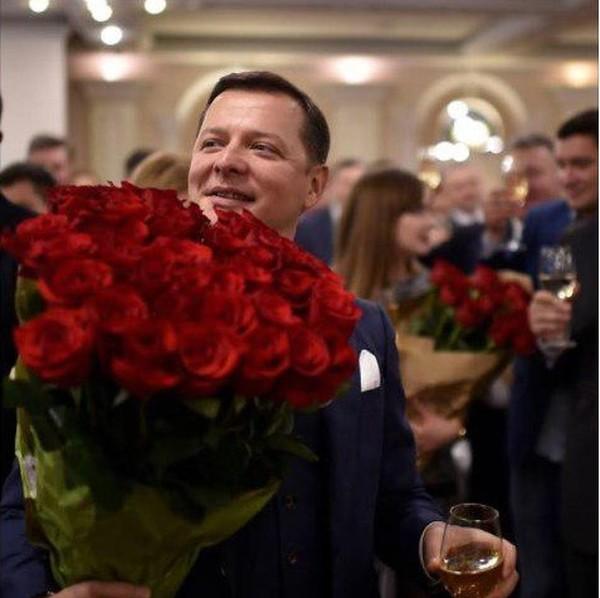 Ляшко подарили большой букет красных роз