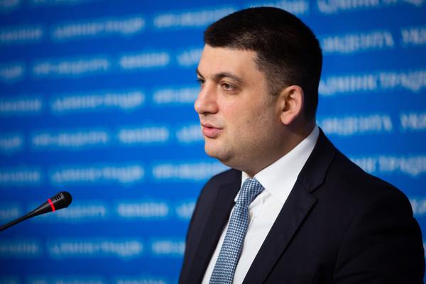 На руки премьер получил менее 30 тыс. гривен
