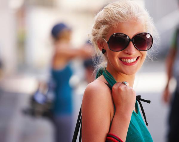 Улыбайся и с улыбкой смотри вперед