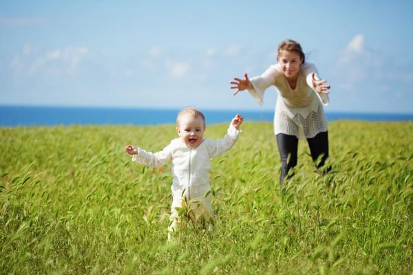 Ребенок встанет на ножки, когда будет готов, не подгоняй его