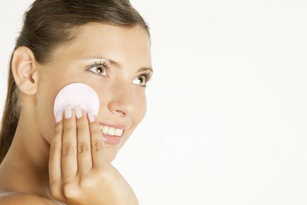 Правильное снятие макияжа:смыть или стереть?