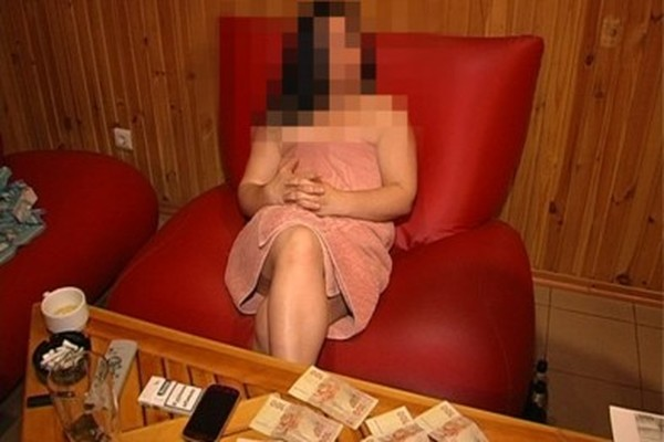 Вызвали в сауну проституток видео считаю