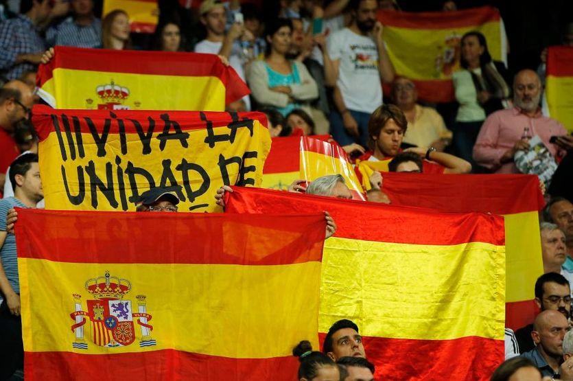 Фанаты Реала пришли на матч с флагами Испании