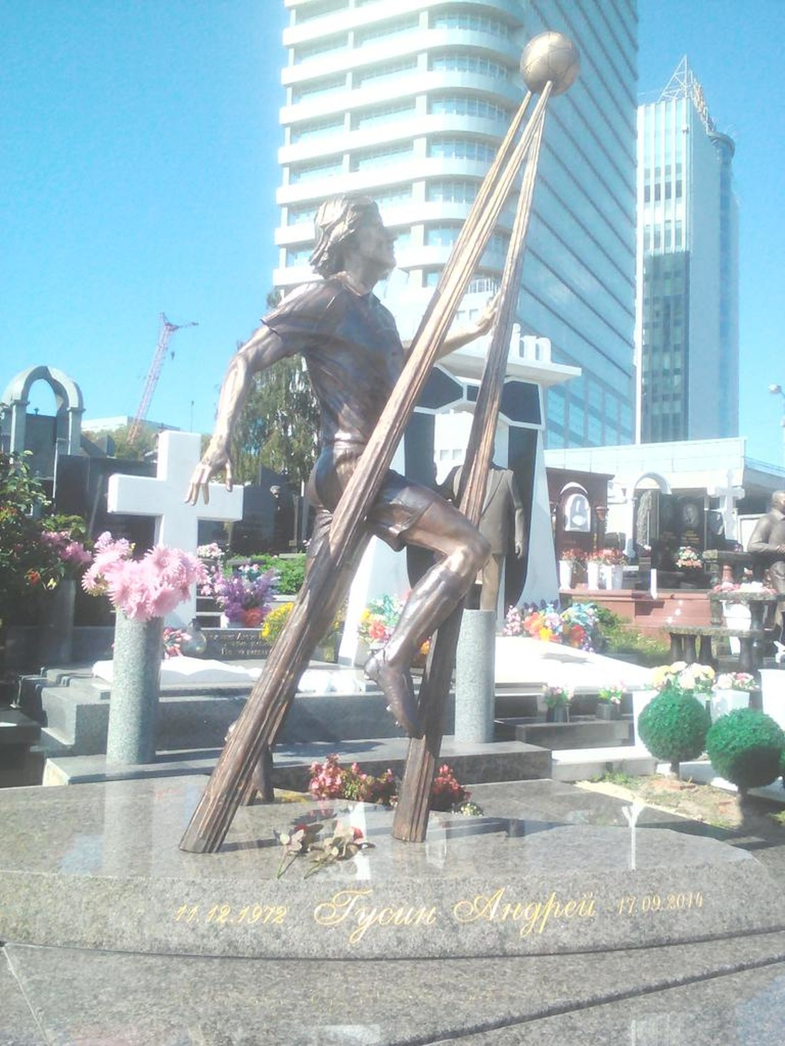 Памятник на могиле Андрея Гусина