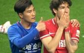 В Китае дисквалифицировали игрока, который показал большой палец Пато