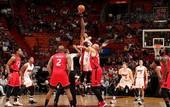 Быстрые комбинации игроков Хит и Сперс среди лучших моментов дня НБА