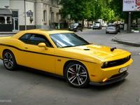 В центре Харькова заметили редкий Dodge Challenger