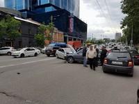 В центре Киева столкнулись Skoda и Hyundai