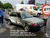 В Киеве: Mitsubishi протаранил Nissan с инвалидом