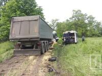 Фура врезалась в пассажирский автобус на Днепропетровщине