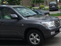 Не купил, а одолжили: Сакварелидзе объяснил свое фото в Toyota land Cruiser