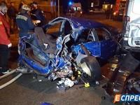 В Киеве Subaru врезался в микроавтобус, погиб человек