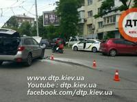 В Киеве Subaru с детьми протаранила SEAT
