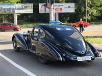 Необычный ретрокар Mercedes заметили на улице Киева