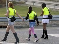 Проституток заставили носить светоотражающие жилеты