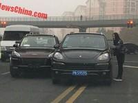 В Китае клон Porsche Cayenne столкнулся с настоящим Кайенном
