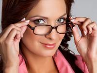 Как делать макияж тем, кто носит очки