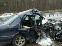 Жуткое ДТП под Киевом: Mercedes влетел в опоры моста
