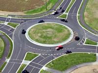 Будь в курсе: Раде предложили поменять правила проезда перекрестков с круговым движением