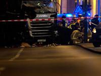 Фото с места теракта в Берлине, где грузовик врезался в толпу