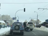 На Оболони в Киеве посреди дороги подрались водители