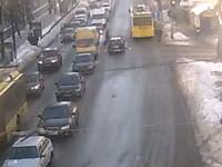 ДТП в центре Киева: камера засняла сальто пешехода-нарушителя