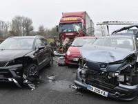 Масштабное ДТП во Франции: столкнулись около 50 авто, есть погибшие