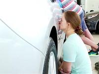Готова на все: американка 2 дня целовалась с автомобилем ради выигрыша