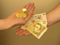 Что делать, если кассир банка не принимает «чужую» валюту?