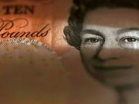 Евро стабилен, фунт падает: Британия пожинает плоды Brexit
