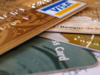 Что делать владельцам карточек, выпущенных проблемными банками?