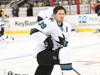 Трус не играет в хоккей: игрок получил шайбой в лицо