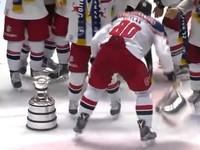 В Австрии хоккеисты разбили чемпионский кубок на церемонии награждения