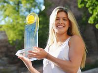Красотка-теннисистка показала свою хозяйственность