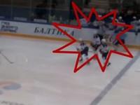 В России хоккеист налетел с клюшкой на арбитра