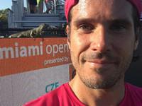 Теннисист сделал селфи с игуаной, остановившей матч