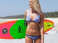 Красотка пятницы: Обворожительная серфингистка из Австралии