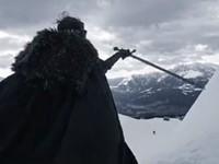 Игра престолов покоряет спорт: Двойник Джона Сноу катался на сноуборде с мечом