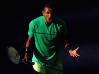 Скандальный теннисист украл у болельщика чипсы