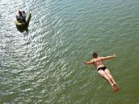 Спортсмен погиб в прямом эфире, выполняя прыжок с моста