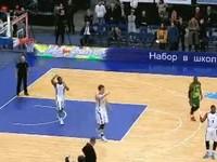 В решающем матче баскетболист забил в свое кольцо