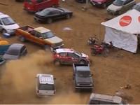 Автогонщик съехал с трассы и ювелирно объехал припаркованные машины зрителей