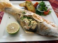 Запеченная рыба в пергаменте с овощами