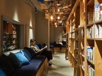 Книжный дом: в Киото открылся необычный хостел