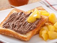 Французские тосты с шоколадом и фруктовым соусом