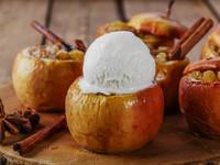 Запеченные яблоки с изюмом и ромом