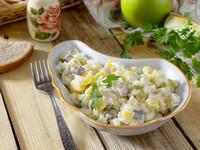Зимний салат из сельди, яблок и картофеля