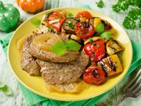Жареная свинина с овощным гарниром