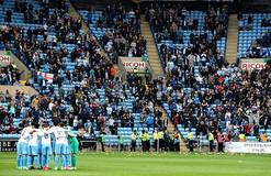 Игрушечные свиньи стали причиной задержки матча в Англии